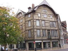 IMG_9124 (NICOB-) Tags: troyes ruelle monuments maison rue centreville aube colombages