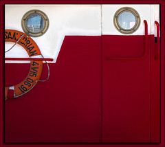 Marine red (Paco CT) Tags: barcelona red color detail motif spain rojo barco ship outdoor vessel transportation minimalism eso transporte 2016 pacoct
