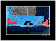 """PATERA AZUL Y ROJA (CODIGO DE LUZ """"El Fotógrafo"""") Tags: azul mar rojo barca popa bote patera embarcación botedepesca pepegutierrez pgutierrez códigodeluz codaste acrostolio"""