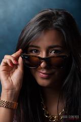 (Hcisneros100) Tags: portrait luz portraits pose studio retrato estudio retratos isabel gafas posando