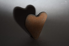 the heart (Claudia Knkel) Tags: shadow rock stone oregon speedlight heartshape sb700