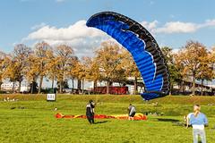 IMG_4037 (rjenniches) Tags: cologne kln paragliding paraglider rhine rhein gleitschirm pollerwiesen gleitschirmfliegen