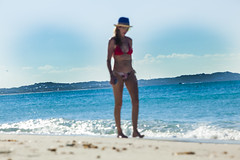 Beach Lady (Yale Gurney Photography) Tags: woman blur hot sexy ass sunglasses sex lady women tits bikini caribbean reef atlanticocean beachwalking turksandcaicos redbikini walkonbeach womaninhat yalegurney