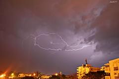 rayo a la de una (Juank FT) Tags: lluvia tormenta nikond3200 relampago rallo