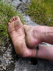 Leather sole (Barefoot Adventurer) Tags: leather toes barefoot barefeet anklet barefooted barfuss barefooting barefoothiking strongfeet barefooter baresoles leathersoles toughsoles callousedsoles livingleather naturalsoles