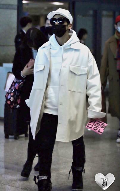 160215 Jonghyun @ Aeropuerto de Incheon {Llegada a Corea} 24776231350_5d8ae8b270_z