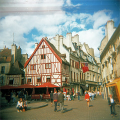 dijon (thomasw.) Tags: street france 120 analog holga frankreich europa europe cross dijon mf expired francia crossed