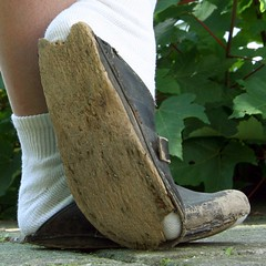 wellwornwoodenclogs11 (worndownclogs) Tags: wooden toes hole well worn clogs heel wellworn
