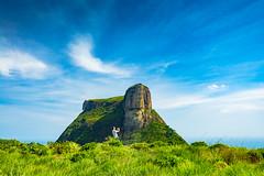 Taking a giant (Marco Guinter Alberton (r)) Tags: travel brazil rio brasil riodejaneiro giant br rj viagem pedrabonita gavea pedradagavea touristicplaces