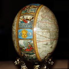 Flickr friday: oval (Txaro Franco) Tags: egg ostrich avestruz mapa oval huevo mundi mapamundi decorado flickrfriday arrautza ostruka ornituta