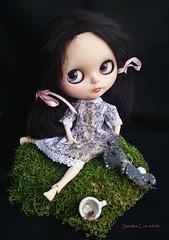 Deirdre's Bad Day (Sandra Coe) Tags: brown black alpaca dark hair doll gloomy sad crying tiny blythe custom dolly pathetic oddville