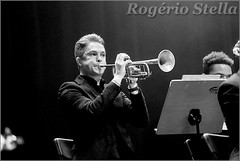 New York Youth Symphony Jazz Band (Rogerio Stella) Tags: show new york stella bw music white black branco youth portraits matt banda photography photo concert nikon photographer tour song retrato live stage gig performance band trumpet jazz pb preto rogerio portraiture idol instrument fotografia documentation venue instruments msica ensemble symphony palco holman fotojornalismo dolo 2016 apresentao trumpete documentao documentarist 17member nyys brasswindandpercussion