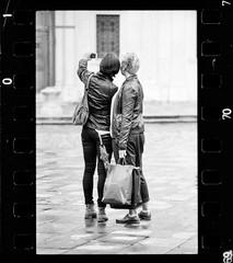 selfie rubato (danielesandri) Tags: bw olympus zuiko biancoenero 135mm udine om20 ragazze analogico