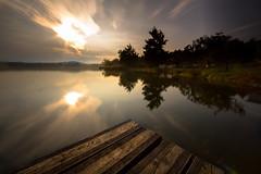 Gavirate, lago di Varese (Iskandar__) Tags: lake lombardia varese lakescape lagodivarese