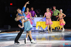 Tanith Belbin & Ben Agosto (with skating cast)