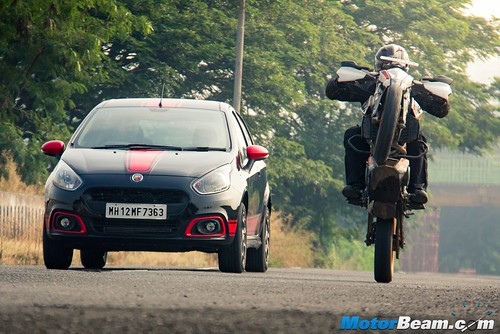 Fiat-Punto-Abarth-vs-KTM-Duke-390-15