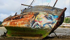 L'endormi : pour toujours (lgouyette) Tags: mer graffiti boat bretagne peinture bateau pave