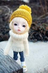 Klementine (spiti84) Tags: christmas winter hat person sweater pom doll long dolls 21 near good tiny mohair bjd resin fashiondoll sleeves secretdoll mitilene