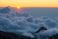 Agung Peeks Above (Laura Jacobsen) Tags: sunset bali volcano lombok abovetheclouds agung rinjani gunungrinjani gunungagung