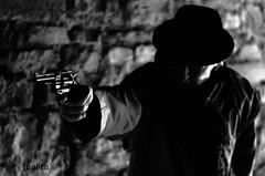 vise (Jolle Sanchez) Tags: noir polar assassin peur pistolet panique meurtre vise voyou mafieux