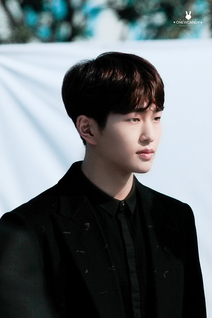 160328 Onew @ '23rd East Billboard Music Awards' 26161786385_790ce543c1_z