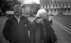 Middelburg (Arne Kuilman) Tags: blackandwhite netherlands 35mm aka kodak nederland zeeland 400tx filter middelburg grotemarkt akarette