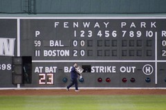 Puttin' up the 3 (Read2me) Tags: she man green sign work words candid numbers fenway scoreboard pree cye tcfe