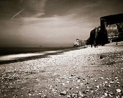 Analogica (Claudio Taras) Tags: bw mamiya film landscape monocromo bokeh 6x7 monochrom claudio spiaggia biancoenero controluce normandia taras contrasto 65mm fomapan id11 nd3