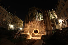 Au pied de la cathdrale Lyonnaise -- At the foot of the Lyon Cathedral (simon.rohou) Tags: light lightpainting painting steel fer cathedrale paille ruines whool