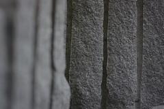 Tautendorf (Harald Reichmann) Tags: spur stein unscharf niedersterreich granit oberflche bearbeitung scharf vertikal rille wachtberg kamptal tautendorf kunstindernatur