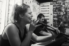 Summertime (Miramiquel retratista) Tags: jazz summertime msica vocalista tabernculos cantante retratista parroquianos miramiquel taberncolas