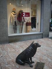 Rufo (Jusotil_1943) Tags: 2 escultura perro sombrero miria rufo escaparate hierro maniquies