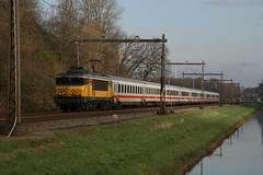 NS 1738 met IC 148 (Harrys Train photos) Tags: holland train ic nederland eisenbahn railway zug twente trein intercity spoorweg 1738 sneltrein lonnekermeer nezcass ns1738 nezcasse ic148