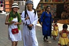 DUBAI: Turists visiting the Souk in historical Dubai (filippo.bonizzoni) Tags: old city dubai emirates souk mercato unitedarabemirates oldcity turisti turista emirati stoffa stoffe turist mercanti mercante turists orientali emiratiarabi emiratiarabiuniti