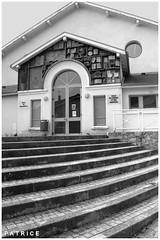 La salle des Mariages du Fontanil N&B (patrice3879) Tags: statue joseph place expo charles mariage rue eglise mairie salle fronton fontanil passquier