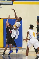 D148567A (RobHelfman) Tags: sports basketball losangeles highschool hart playoff crenshaw williamshart lamarharris ramonewagner stated3