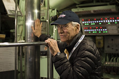 Narrator (Igor Voller) Tags: new york nyc light red usa white man green hat museum glasses us submarine equipment jacket cap mann brille uss indicator crawler periscope uboot      interpid