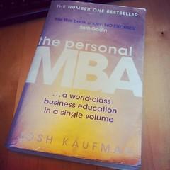 Un libro al giorno per imprenditori,  aspiranti imprenditori e maker. Master in Business Administration in un solo volume.