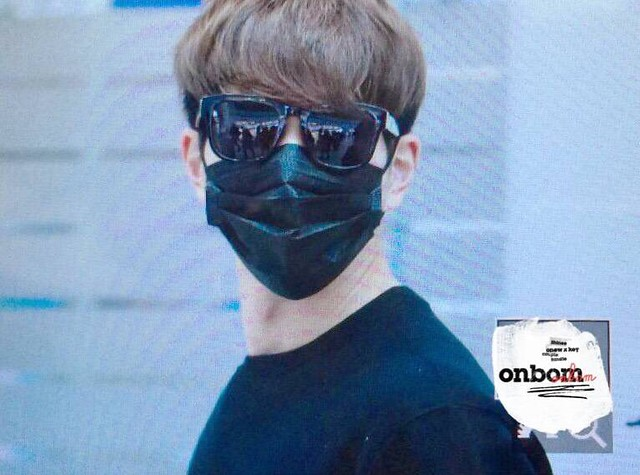 160328 Onew @ Aeropuerto de Incheon {Rumbo a China} 26080713235_309e57f954_z