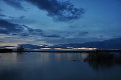 DSC_0166 Blue hour en el pantano de La Sotonera (David Barrio Lpez) Tags: sunset espaa atardecer spain nikon huesca pantano aragon bluehour embalse d90 hoyadehuesca altoaragon nikond90 horaazul davidbarrio lasotonera planadeuesca davidbarriolpez