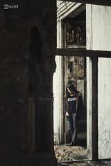 Beatriz V. - 08 (G. Goitia Fts) Tags: composition canon book mood gente interior scene compo location noflash session framing lugar abandono escena clich abandonado decadente composicin sesin encuadre reportaje localizacin sinflash