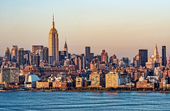 Manhattan Skyline at Sunset (philhaber) Tags: newyorkcity sunset sunlight newyork water skyline tramonto afternoon dusk manhattan hudsonriver empirestatebuilding chryslerbuilding crepuscolo