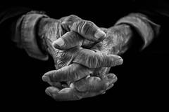 Hands (Saman A. Ali) Tags: old black blackwhite hands background streetphotography years kurdistan slemani