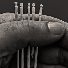...who pull the short straw (Ignacio M. Jimnez) Tags: macromondays oneofthesethings palillos toothpick mondadientes mano hand redmatrix firstquality ignaciomjimnez