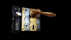 - the mysterious door - (Jac Hardyy) Tags: door metal handle closed lock mysterious brass metall tr doorhandle messing doorlock trklinke geschlossen geheimnisvoll schlos trschlos