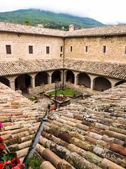 Assisi (chiarafratocchi) Tags: italia tetto natura pace assisi chiostro monastero sanfrancesco spiritualit