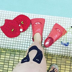 FYI - #kttape PRO is waterproof. #Repost @brqvlnfoodie: two days, two showers, one run, and an hour and half swim practice & @kttape is still going strong. (Recover Faster, Play Harder) Tags: blue swim tape knee kt waterproof kttape