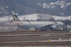 WEF16 - De-Icing  * (Huygens! aka GSatiFan) Tags: cn de er pacific crash cx icing boeing 777 cathay collision catering unfall fail 382 b777 367 swire kollision 36154 bkpa