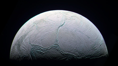 Enceladus' water plumes contain life clues