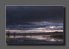 IV.-LAGUNA DEL CAÑIZAR.- Entre dos luces (Juan J. Marqués) Tags: agua nubes atardeceres laguna teruel azules humedales cañizar